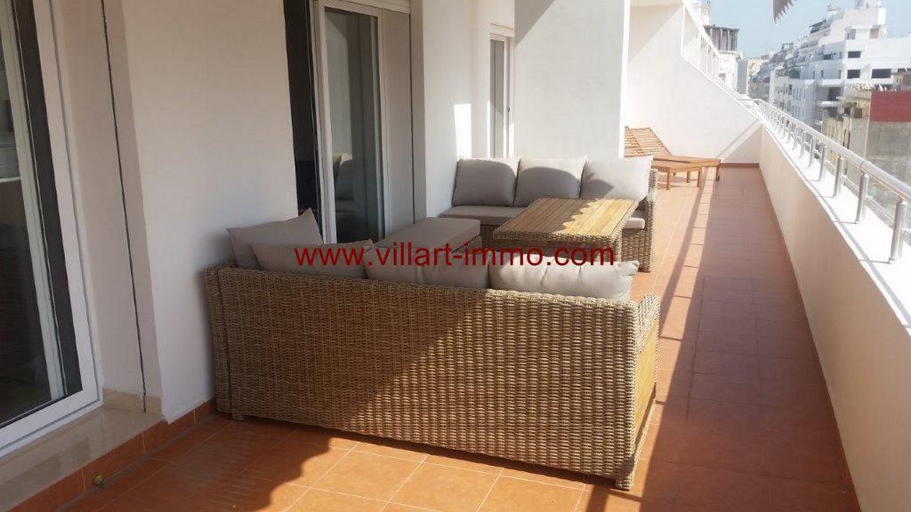 A louer à Tanger magnifique appartement meublé avec terrasse
